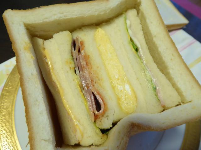 相撲ファンの新たな聖地「カフェのらくろ」